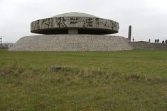 Mausoleo circolare al sito del memoriale di Majdanek Fotografia Stock