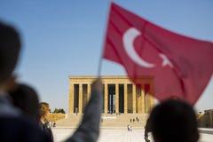Mausoleo de Ataturk con la bandera turca Fotos de archivo libres de regalías