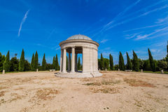 Mausoleo de la familia de Maskin, isla roja (otok) de Crveni, Rovinj, Croacia Foto de archivo