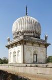 Mausoleo de Qutb Shahi Foto de archivo libre de regalías