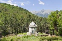 Mausoleo del bordo della strada in Corsica, Francia Immagini Stock Libere da Diritti