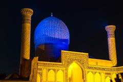 Mausoleo del emir de Gur-e de Tamerlán en la noche - Samarkand, Uzbekistán fotos de archivo