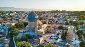 Mausoleo del Gur-e-emir en Samarkand central, Uzbekistán a lo largo del imagenes de archivo