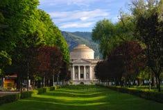Mausoleo di Alessandro Volta in Como, Italia fotografia stock libera da diritti
