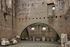 Mausoleo di Cecelia Metella - insida - in via den Appia anticaen på Ro Royaltyfria Foton