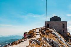 Mausoleo sulla cima della montagna, Montenegro fotografie stock libere da diritti