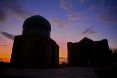 Mausoleum av Khoja Ahmed Yasavi på solnedgången i Turkistan, Kasakhstan Arkivfoto