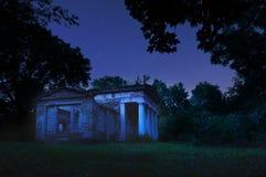 Mausoleum in der Nacht Lizenzfreie Stockfotografie