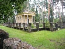 Mausoleum i kyrkogården, Lettland Arkivbild