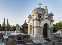 Mausoleum och gravvalv i en kyrkogård i Malaga royaltyfri fotografi