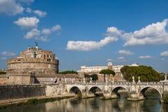 Mausoleum von Hadrian und von Brücke Sant 'Angelo, Rom, Italien lizenzfreie stockfotos