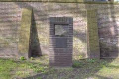 Mauthausen minnesmärke på den gamla kyrkogårdminnesmärken som dör i Hilversum Arkivbild