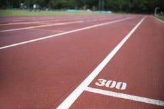 Mauvais temps de voie sportive courante, humide photos libres de droits