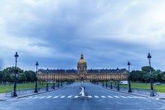 Mauvais temps sur l'Invalides de Paris Photo libre de droits