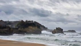 Mauvais temps sur la plage centrale de Biarritz, France image libre de droits