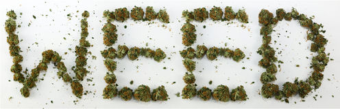 Mauvaise herbe écrite avec la marijuana Photos stock