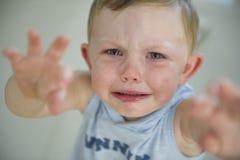 Mauvaise humeur d'enfant en bas âge ! photographie stock libre de droits