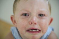 Mauvaise humeur d'enfant en bas âge ! image stock
