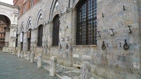 Mauvaises odeurs de route histoire-trempée en Italie Image stock