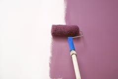 mauve målningsvägg Arkivfoto