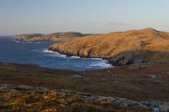 Mavis Grind härligt ställe på Shetland öar Arkivfoto