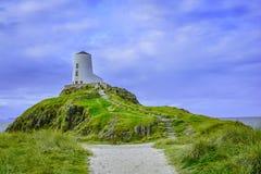 Mawr-Leuchtturm bei Llanddwyn lizenzfreie stockbilder
