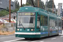 MAX Light Rail Streetcar i Portland, Oregon arkivbilder