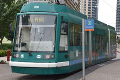 MAX Light Rail Streetcar i Portland, Oregon royaltyfri fotografi