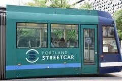 MAX Light Rail Streetcar i Portland, Oregon fotografering för bildbyråer