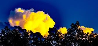 Maxfield Parrish - как заход солнца - синь и желтый цвет Стоковая Фотография RF