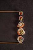 Maxi geassorteerde sushi op een steen Royalty-vrije Stock Afbeelding
