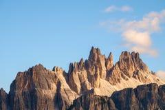 Maxima för stenigt berg av Croda da Lago i dolomitesna royaltyfria foton
