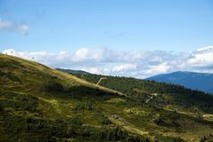 Maxima och lutningar av Carpathian berg Royaltyfri Foto