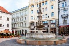 Maximilian Fountain en la plaza principal en Bratislava Fotografía de archivo libre de regalías