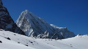 Maximum av Cholatse, plats på treken för Cho La bergpasserande royaltyfria foton