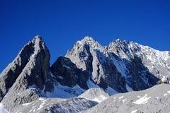 Maximum för Yunnan Yulong snöberg royaltyfri foto