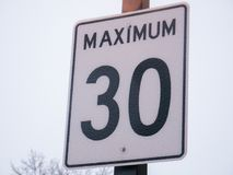 Maximum snelheid 30 teken in Montreal, Canada Stock Foto's