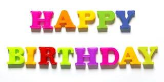 Mayúsculas coloridas del feliz cumpleaños en el fondo blanco foto de archivo libre de regalías