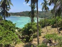 Maya Bay en la playa de Tailandia desde arriba fotos de archivo