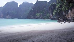 Maya Bay sous la pluie Image libre de droits
