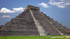 Maya de Chichen Itza, pirámide de Kukulkan en México metrajes