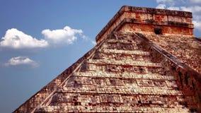 Maya de Chichen Itza, pirámide de Kukulkan en México almacen de metraje de vídeo