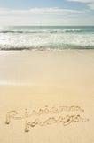 Maya de Riviera escrito en arena en la playa Imagenes de archivo