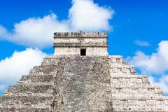 Maya Pyramid, Chichen-Itza, vue haute étroite du Mexique Photo stock