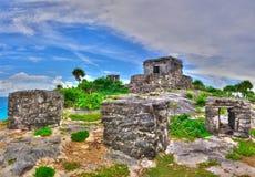 Maya ruïnes op het Caraïbische Strand stock foto