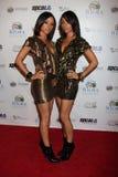 Maya u. Nandy der Gruppe Heldin Dezember, der zu dem Berühmtheits-Casino Royale-Ereignis kommt Lizenzfreies Stockfoto