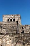Mayaarchitektur vor einem freien Himmel bei Tulum stockbild