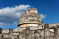 Mayabeobachtungsgremium bei Chichen Itza lizenzfreie stockfotografie