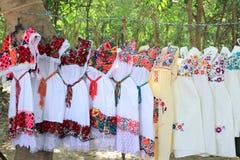 Mayafrauenkleidstickerei Yucatan Mexiko lizenzfreie stockfotos