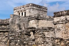 Mayagebäude-Komplex bei Tulum Stockfotos